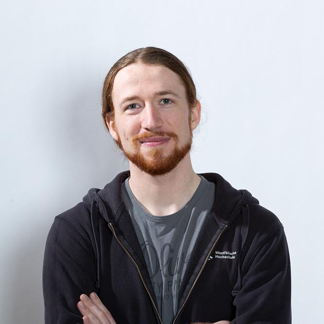 Porträt von unsere Testimonial Arne, die in die Kamera guckt
