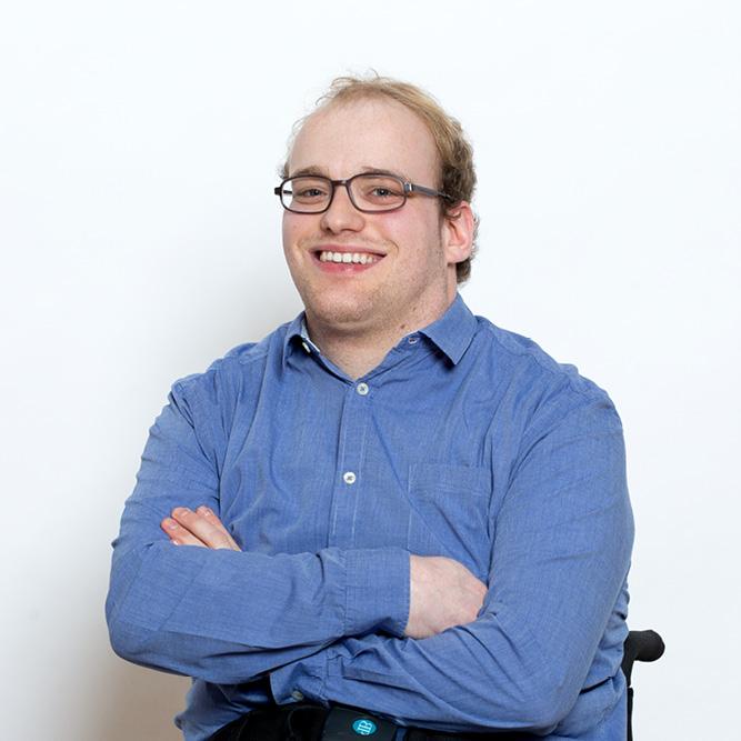 Porträt von unsere Testimonial Lucas, die in die Kamera guckt
